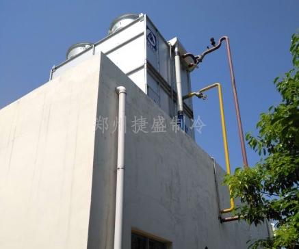 蒸发式冷凝器安装在机房顶上